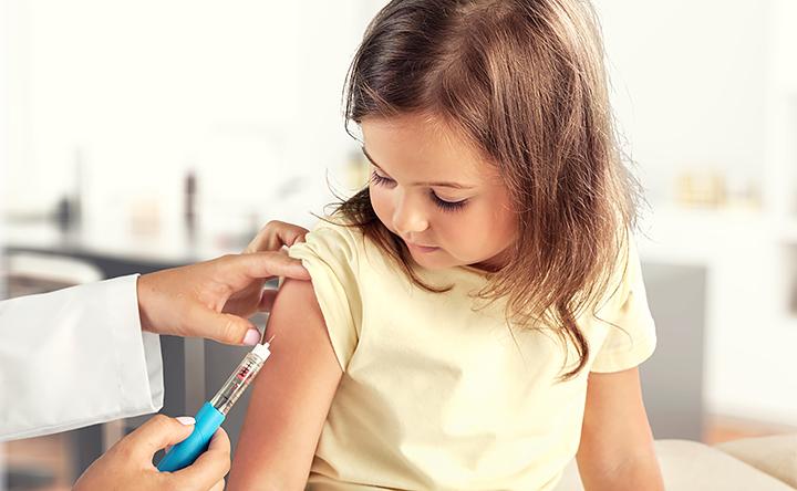 Vaccino per sei tipi di cancro, ma meno della metà dei bambini li ottengono