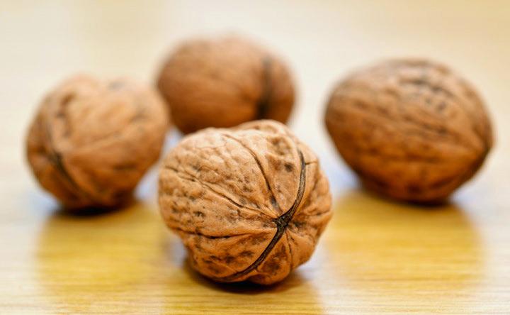 Le noci possono ridurre il rischio di ricaduta del cancro al colon