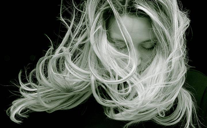 Perché la chemioterapia causa la perdita dei capelli?