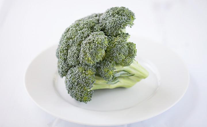 Mix di broccoli e batteri per tenere lontano il cancro del colon