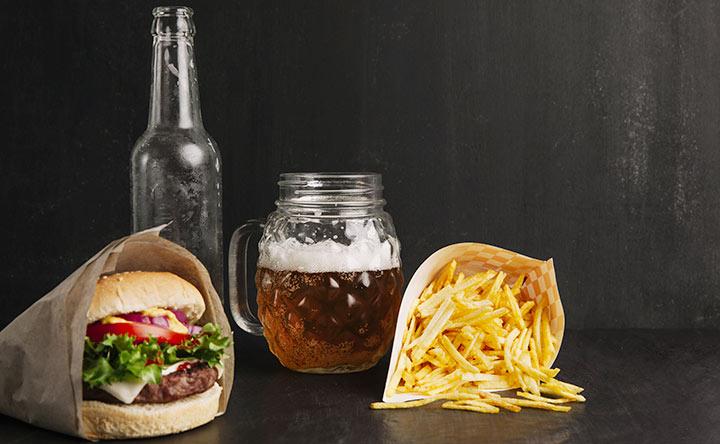 """Il cibo """"ultra-elaborato"""" aumenta il rischio di cancro"""