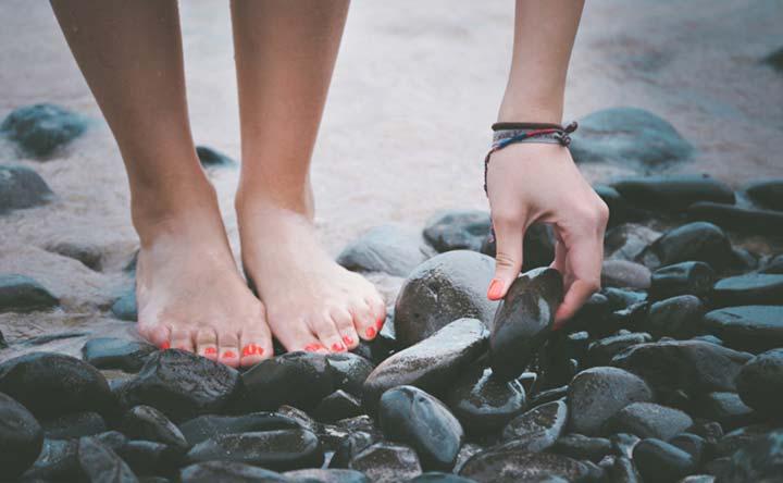 Come alleviare gli effetti collaterali dei trattamenti oncologici a mani e piedi