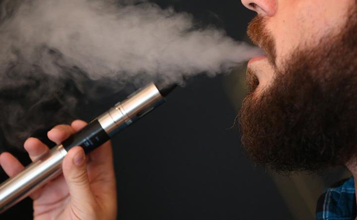 Non tutte le sigarette elettroniche fanno bene: ecco quali sono associate al rischio di cancro